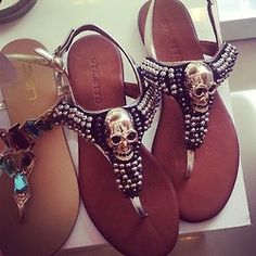 <3 I need these skull shoes