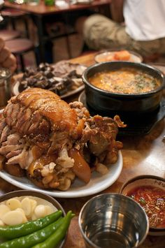 Jokpal and Sundae-guk (Pigs feet and sausage soup) Korean Pig Feet Recipe, Korean Recipes, Pork Recipes, Korea Trip, Sausage Soup, Bread Food, Wild Boar, Recipes From Heaven, Food Heaven