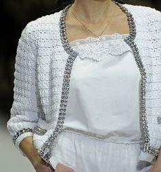 Белый жакет в стиле Шанель вязаный крючком. Вязание в стиле Шанель со схемами…