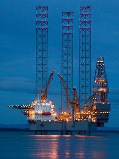 Your pictures of Scotland: 1 - 7 February Oilfield Trash, Oilfield Life, Gas Work, Oil Rig Jobs, Petroleum Engineering, Oil Platform, Marine Engineering, Custom Trailers, Oil Refinery