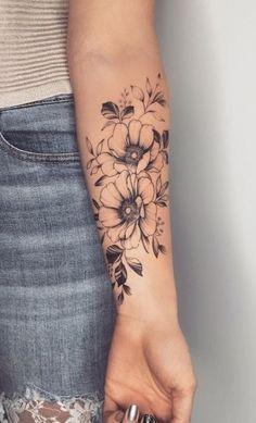 Back Of Arm Tattoo, Flower Tattoo Arm, Back Tattoo Women, Small Arm Tattoos, Back Tattoos, Line Tattoos, Unique Tattoos, Cool Tattoos, Tattoo Flowers