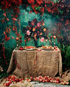 Gardening Autumn - Romantique … - With the arrival of rains and falling temperatures autumn is a perfect opportunity to make new plantations Teal Color Schemes, Teal Colors, Sofa Colors, Red Table Settings, Tables Tableaux, Thanksgiving Tablescapes, Deco Table, Decoration Table, Tablecloth Decorations