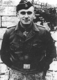 ✠ Obersturmführher Fritz Langanke 1919-2012 Cross Of Iron, Cute Country Boys, Akashic Records, Portraits, German Army, Luftwaffe, War Machine, World War Two, Wwii