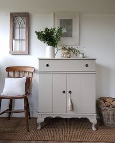 Beautiful TV cabinet upcycle using Frenchic's Salt of the Earth from The Lazy Range