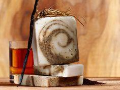 50+ DIY Homemade Soaps that Smell Amazing Lemon Soap, Oatmeal Soap, Homemade Soap Recipes, Goat Milk Soap, Home Made Soap, Lavender Honey, Honey Lemon, Diy Soaps, Handmade Soaps