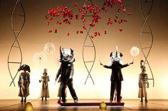 La veritá. la Cie Daniele Finzi Pasca. une compagnie de cirque avec une scénographie de beauté sublime.  les histoires poétiques et subtiles