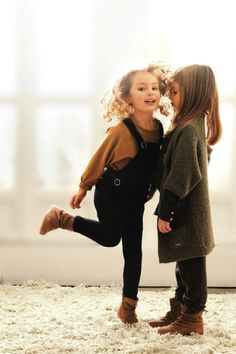 This is adorable Kids Winter Fashion, Kids Fashion, Winter Clothes For Kids, Fall Fashion, Toddler Fashion, China Fashion, Funky Fashion, Fashion Poses, Fall Clothes