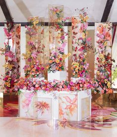 Amazing decor we swoon for! Wedding Stage, Wedding Ceremony, Dream Wedding, Flower Backdrop, Flower Wall, Flower Installation, Photo Booth Backdrop, Deco Table, Decoration Table