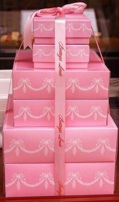 Pink Boxes at Bottega Louie patisserie Pink Love, Pretty In Pink, Pink And Green, Pink Purple, Pink White, Color Rosa, Pink Color, Rosa Pink, I Believe In Pink