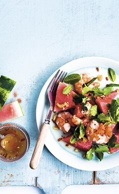 Tiger prawn salad with dry-roasted cashews, watermelon chunks and basil. Drizzle with a zingy chilli dressing. Find the recipe in the link in our bio. Chef Recipes, Fish Recipes, Salad Recipes, Cooking Recipes, Recipies, Herb Salad, Vegetable Salad, Bill Granger, Prawn Salad