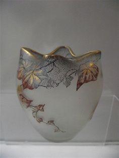 Art Nouveau vase - decor of leaves and fruits enamelled - Catawiki