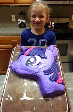 My Little Pony Twilight Sparkle cake by Little Red Designs. Frosted sugar cone horn with printed laminated eye makes this cake simple to decorate.