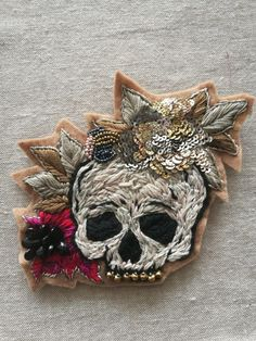 Bead Embroidery Jewelry, Beaded Embroidery, Hand Embroidery, Prom Hair Down, Flower Fabric, Techniques Couture, Diy Mask, Fashion Wear, Sugar Skull
