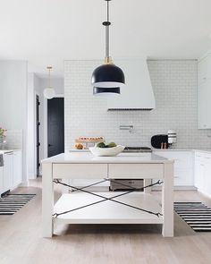 Outrageous Modern Scandinavian Kitchen Design Tips - athomebyte Modern Kitchen Design, Modern House Design, Interior Design Kitchen, Interior Ideas, Interior Modern, Kitchen Designs, Farmhouse Style Kitchen, Modern Farmhouse Kitchens, Layout Design