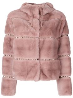 Shop now Valentino Rockstud jacket for at Farfetch UK. Fur Fashion, Couture Fashion, Hijab Fashion, Winter Fashion, Valentino Rockstud, Valentino Jacket, Valentino Red, Nye Outfits, Cute Jackets