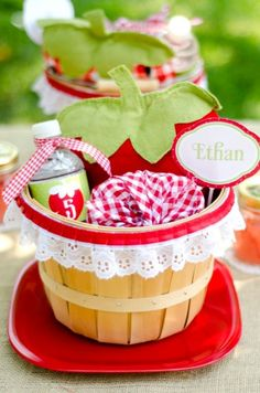 strawberry picnic party: decorations