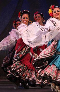 Sinaloa. Ballet Folklorico de Carlos Moreno. Photo courtesy of Ana Sornia Perez