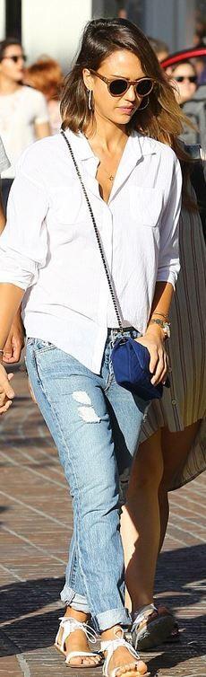 Jessica Alba: Purse – Chanel  Necklace – Jennifer Zeuner  Shoes – Loeffler Randall