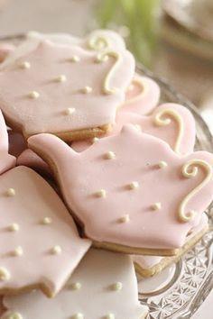 hello naomi: pink and mint kitchen tea - Teapot cookies.make these for tea parties. Mint Kitchen, Teapot Cookies, Tee Set, Pause Café, Galletas Cookies, Pink Cookies, Iced Cookies, Sugar Cookies, Afternoon Tea Parties