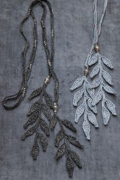 leaves_detail_gray&silver2-1.gif
