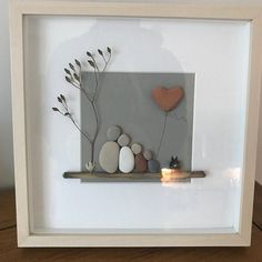 Pebble art couple Pebble art picture Pebble art family of 2 Stone Crafts, Rock Crafts, Arts And Crafts, Paper Crafts, Pebble Pictures, Art Pictures, Pebble Art Family, Creation Deco, Photo D Art