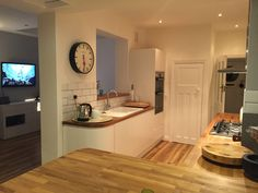 Wren Kitchens: Linda Barker Handleless Kitchen in Linen Eggshell with solid oak worktops. Love it!