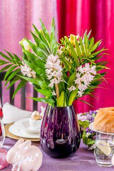 Pregătește în fiecare zi noi aranjamente și răsfață-te într-o atmosferă relaxantă care să te binedispună! Alege o vază modernă de la Nobila Casa! Easter, Table Decorations, Modern, Fashion Design, Home Decor, Style, Swag, Trendy Tree, Decoration Home