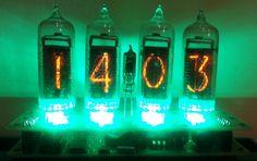 IN 14 Nixie Röhren, Uhr und Kalender mit grüner LED-Hintergrundbeleuchtung