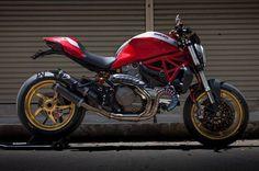 Ducati Monster 821 Special   Cabeça Motorizada