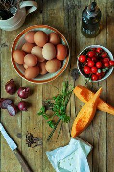 Hoje para jantar ...: Fritatta de abóbora manteiga, tomate cereja e feta {Dia Um... Na Cozinha}