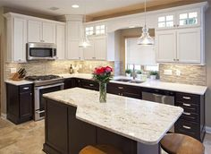 Kitchen Guide: Two-Tone Kitchen Cabinets Two Tone Kitchen Cabinets, Kitchen Cabinet Colors, Painting Kitchen Cabinets, Kitchen Paint, New Kitchen, Kitchen Ideas, Cupboards, Design Kitchen, Maple Kitchen