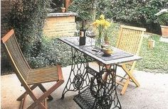 25 creative and modern ideas to reuse and recycle cast iron bases of vintage sewing machine provide inspirations for DIY furniture design Old Sewing Machine Table, Antique Sewing Machines, Sewing Table, Diy Furniture, Outdoor Furniture Sets, Outdoor Decor, Furniture Design, Vintage Furniture, Diy Esstisch