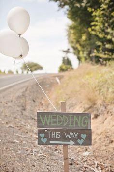 Carteles para indicar el camino de la boda