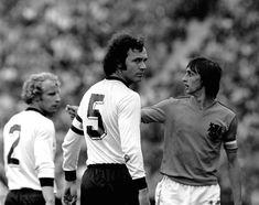 Franz Beckebauer e Johan Cruyff. O Capitão da Alemanha e o Capitão da Holanda na Copa do Mundo da Alemanha em 1974.