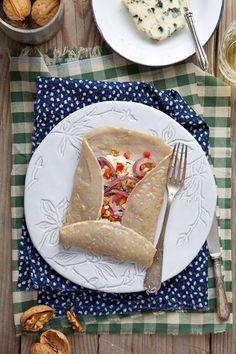 Cook me tender: Galettes (con dos rellenos) Tipo crepe sin huevo con trigo sarraceno  (Para 4 galettes)    150 gr. Harina de trigo sarraceno  1 huevo  1/2 cucharadita de sal  375 ml. de agua fría