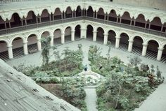 The La Merced Cloister is all that is left of a monastery complex built in the late 16th and early 17th century by the Mercedarian order.It is located on Uruguay and Talavera Streets in the historic downtown of Mexico City.