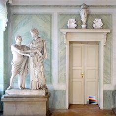 Schloss Tegel.  HOW TO DRESS UP A PLAIN DOOR FRAME.