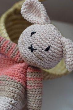 Pěkný večer, tvořivci, Co si dnes zase něco uháčkovat. A třeba něco roztomilého pro miminka? Baby Lovey, Hello Kitty, Blog, Character, Style, Crocheting, Toys, Amigurumi, Tejidos