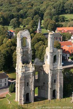 Photo aérienne de : Mont-Saint-Eloi - Pas-de-Calais (62) Places To Travel, Places To See, French Romance, Belle France, Christian World, Old Cottage, Baroque Architecture, Oise, Unique Buildings