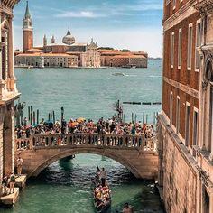 Sighs Bridge view ~ Venice, Italy Photo: @your.travel.box #venice #italy #travel