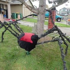 The Build of a Giant Spider: 7 Steps (with Pictures) Giant Spider, Halloween Spider, Halloween 2020, Halloween Outside, Halloween Stuff, Chicken Wire Frame, Black Spray Paint, Maquillage Halloween, Halloween