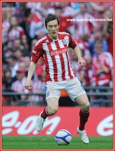 Dean Whitehead Stoke City Fc, Dean, Football, Running, Sports, Soccer, Racing, American Football, Keep Running