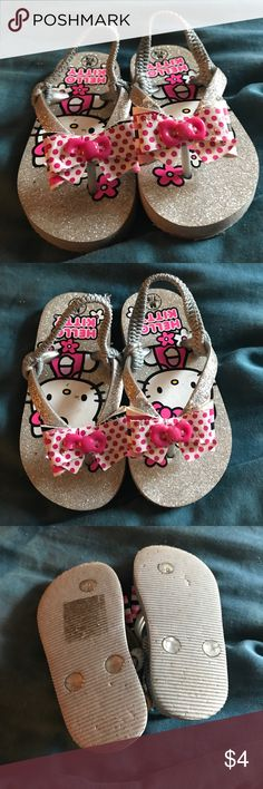 Hello Kitty Girls Flip Flops Great shape! So cute! Back strap helps them stay on :) Shoes Sandals & Flip Flops