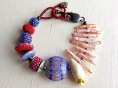 Sammeln Sie Ihr Rosebuds handgemachte Perlen Armband von songbead