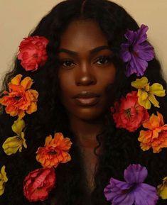 Black Is Beautiful, Beautiful Eyes, Beautiful Pictures, Curly Hair Styles, Natural Hair Styles, Ebony Models, Photoshoot Themes, Beauty Photoshoot Ideas, Birthday Photoshoot Ideas