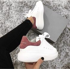 10 zapatillas de tenis de diseño que me hacen querer un padre de azúcar 😂- - - 10 zapatillas de tenis de diseño que me hacen querer un padre de azúcar 😂- – - Best Sneakers, Casual Sneakers, White Sneakers, Casual Shoes, Shoes Sneakers, Sneakers Women, Shoes Women, Converse Shoes, Sneakers Style