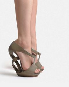 Sculptural heels by Victoria Spruce. *Heels to Match*: Selected by Alicia Rosalind. #wearableart