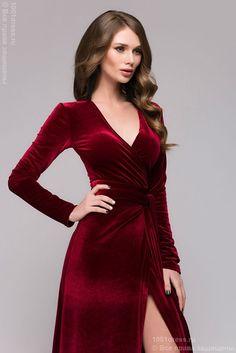 фото Вечернее платье винного цвета с запахом и длинным рукавом