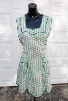 1950s Vintage Green and Purple Print Smock Apron with Rick