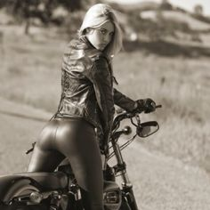 There's a motorcycle? Biker Girl (Motorcycle Girl) Photo of Playboy's Miss February 2010 Heather Rae Young on a Harley-Davidson Biker Chick, Biker Girl, Girl Motorcycle, Motorcycle License, Girl Bike, Classic Motorcycle, Vespa Girl, Motorcycle News, Motorcycle Leather